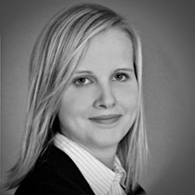 Portrait Elena Appel vom Berufsbildung Börsenverein in schwarz weiß